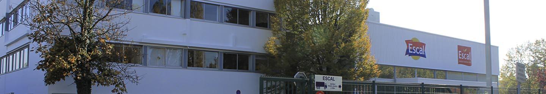 Gebäude von Escal mit dem Logo von Escal Terre und Escal Mer
